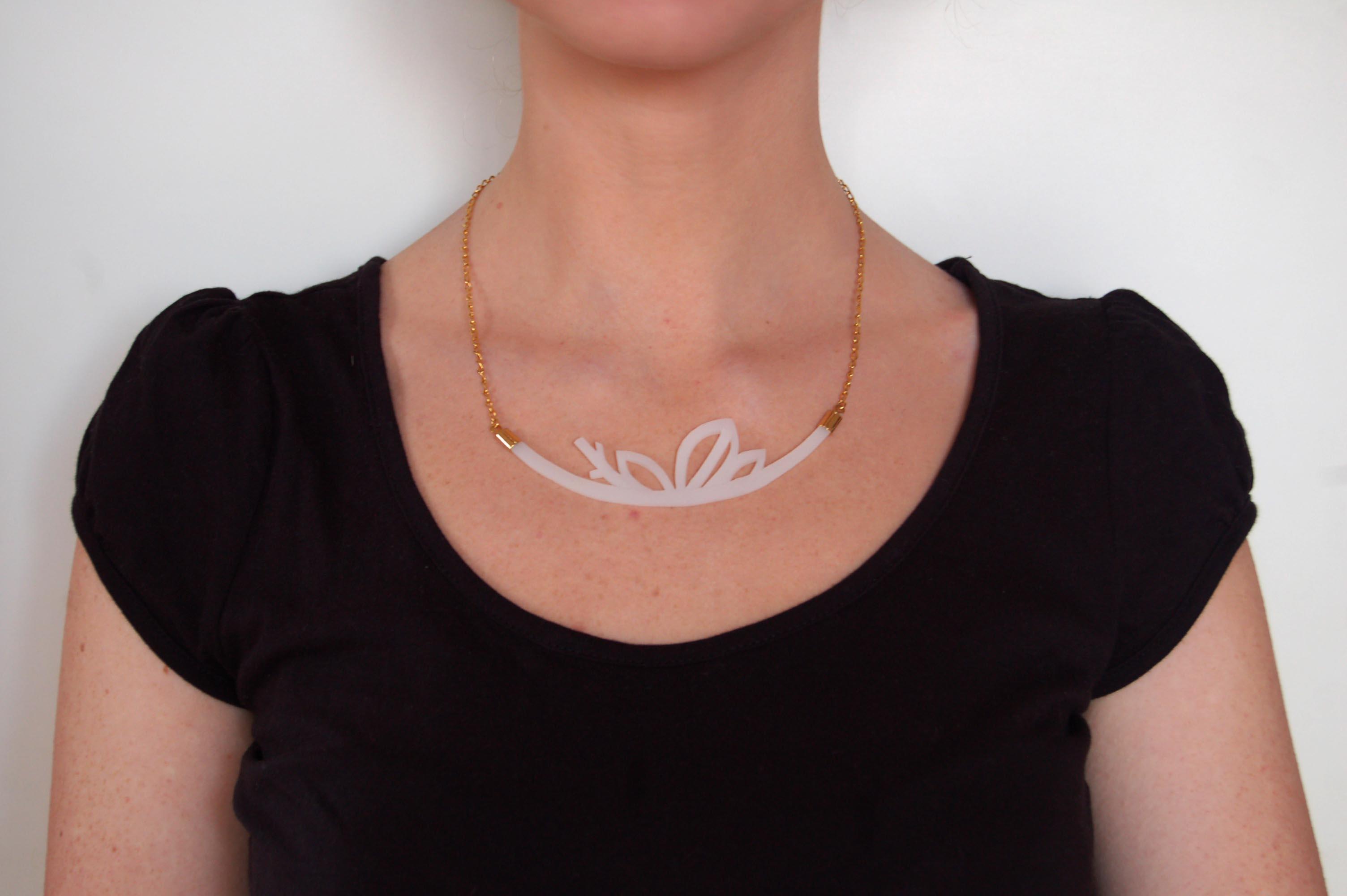 silicone leaves neckpiece1